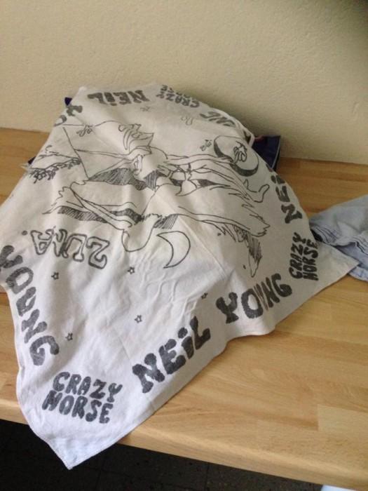 """En scarf. Ett av plaggen som """"tvättats och vikts så fint"""" av Emma i Bagis."""